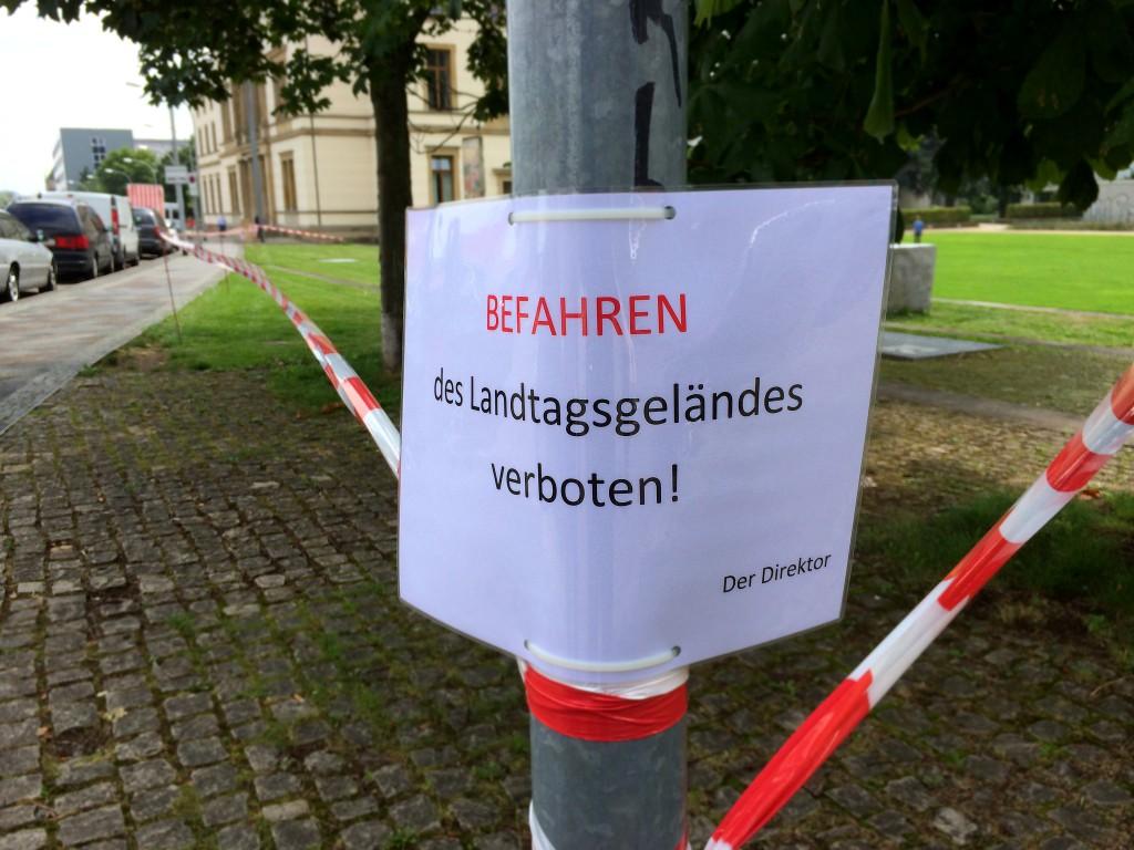 Befahren des Landtagsgelaändes verboten!